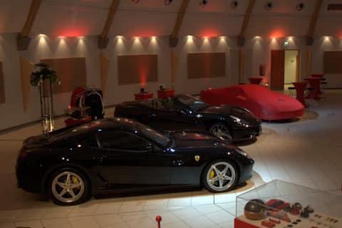 Ausstellung von Sportwagen in der Kulturhalle