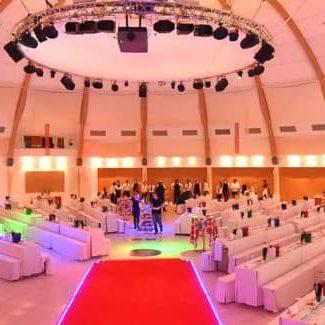 Großer Festsaal mit Bestuhlung